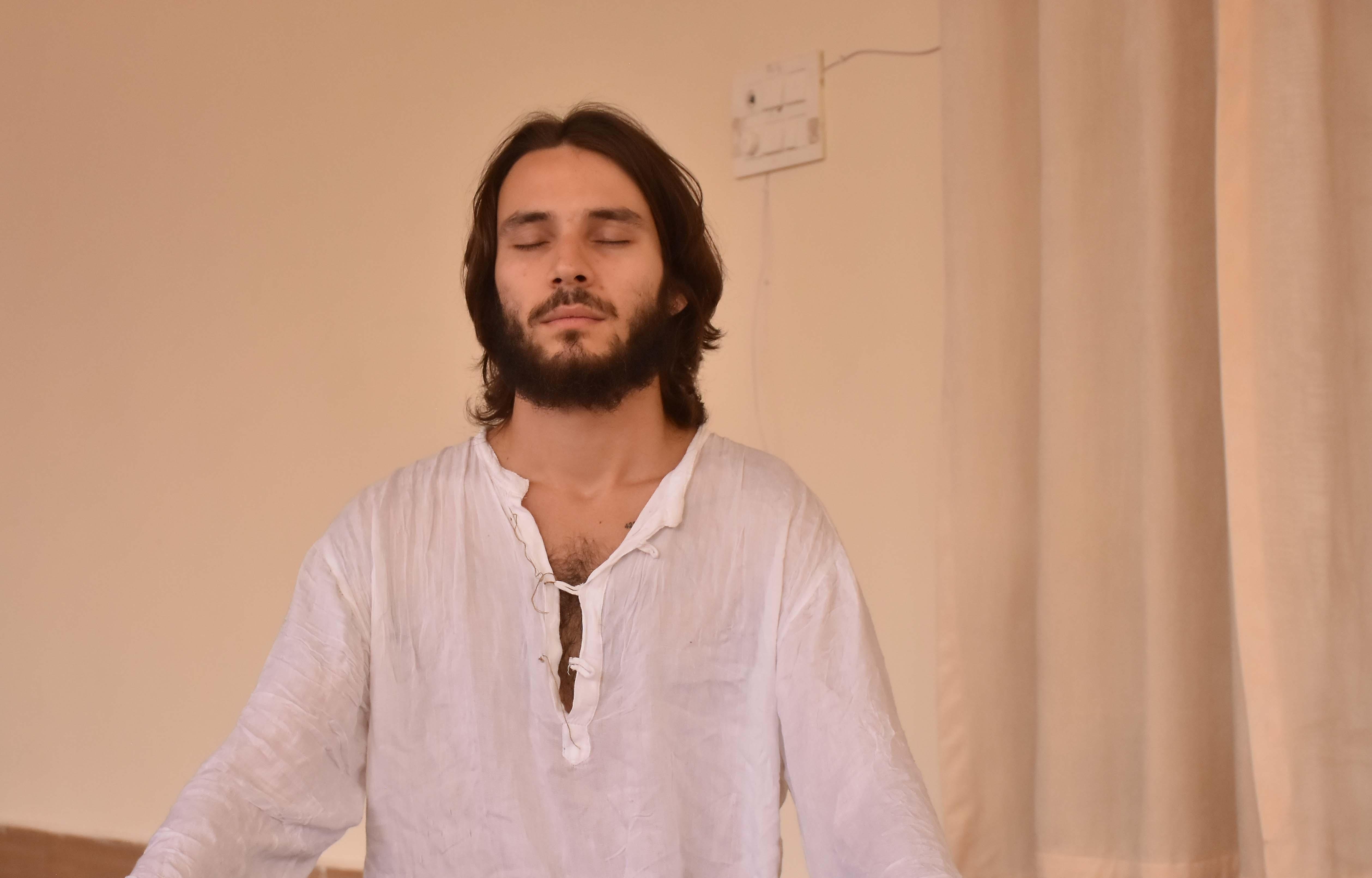 What Is Raja Yoga Comparison Of Raja Yoga And Hatha Yoga