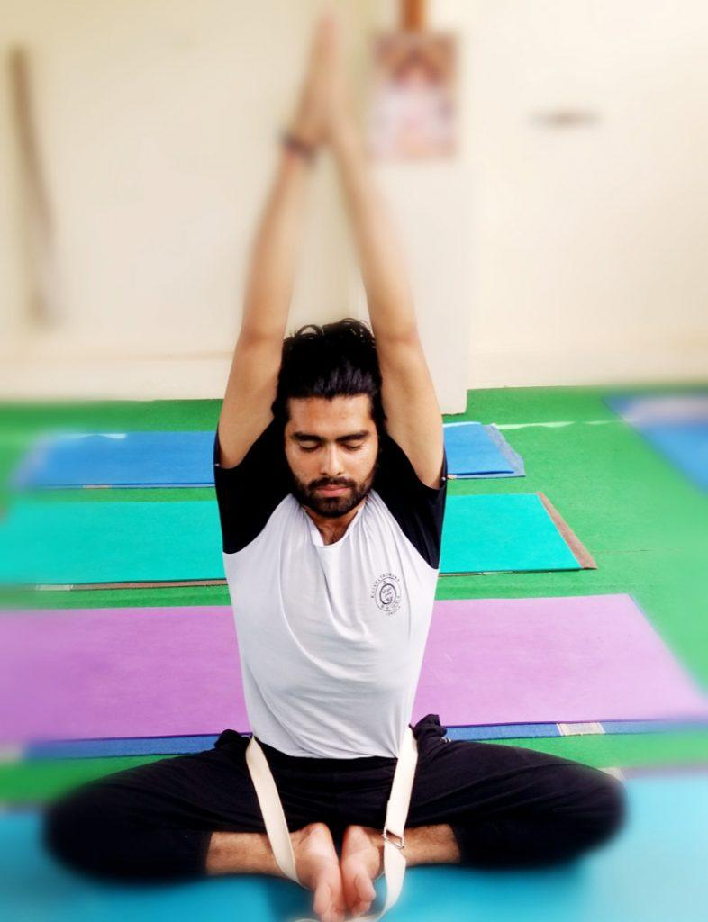 00 HOUR YOGA TECHER TRAINING SIDE IMAGE